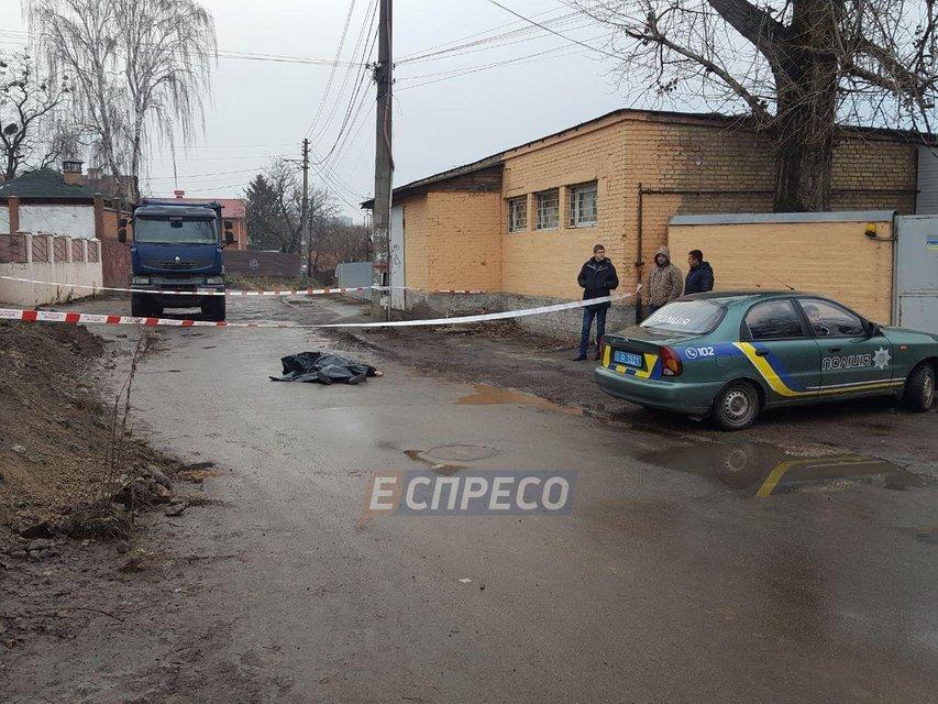 В Киеве автомобиль насмерть сбил пенсионерку, водитель скрылся - фото 97120