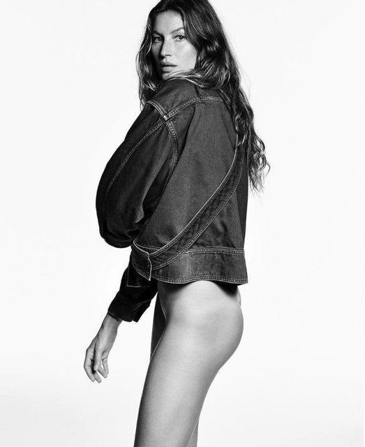 Легендарная модель Жизель Бундхен появилась без трусов на страницах Vogue - фото 98648