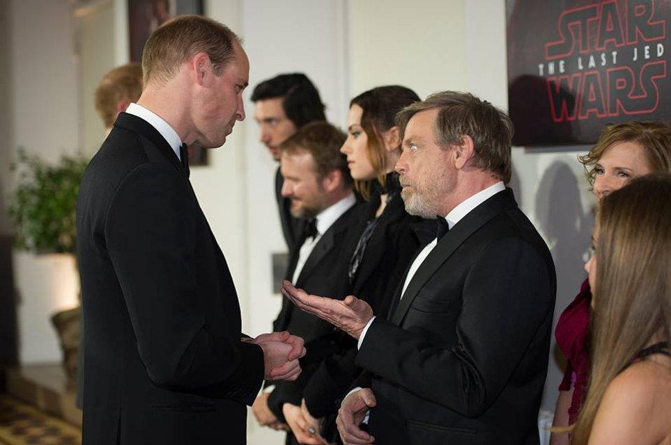 Принцы Уильям и Гарри без вторых половинок посетили премьеру новых Звездных войн - фото 96872