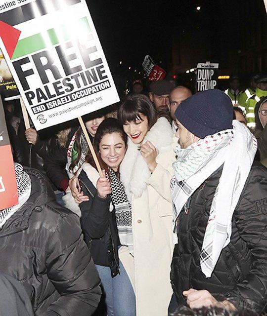Белла Хадид выступила на митинге в защиту Палестины - фото 96050