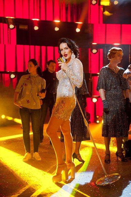 Оля Полякова, Тина Кароль и другие звезды показали свои роскошные новогодние секси-наряды - фото 94955