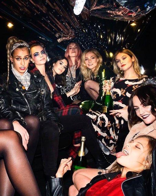 Кара Делевинь без белья стала центром внимания вечеринки в Лондоне - фото 94778