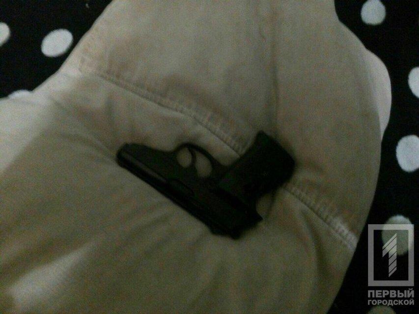 В Кривом Роге пьяный депутат устроил стрельбу на балконе - фото 99388