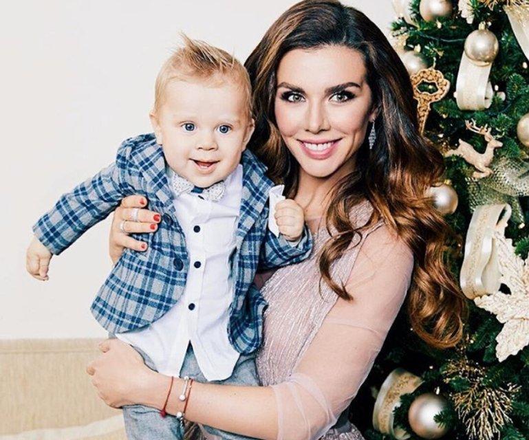 Анна Седокова впервые показала лицо 8-месячного сына - фото 97905