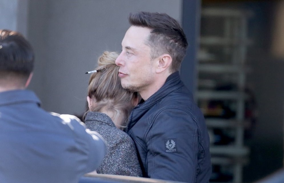 Эмбер Херд застукали за поцелуями с экс-любовником Илоном Маском, ФОТО - фото 99305