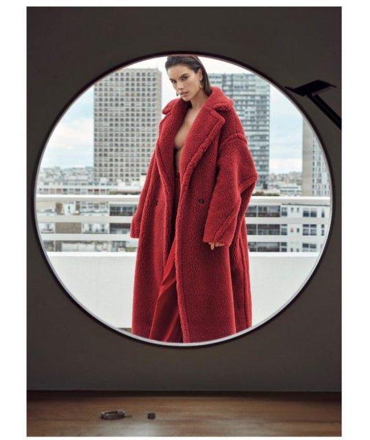 Алессандра Амбросио  топлес и в мехах снялась в откровенной фотосессии - фото 98395