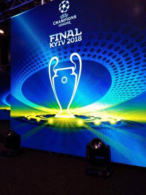 Финал Лиги чемпионов-2018: в Киеве презентовали логотип и кубки - фото 96586