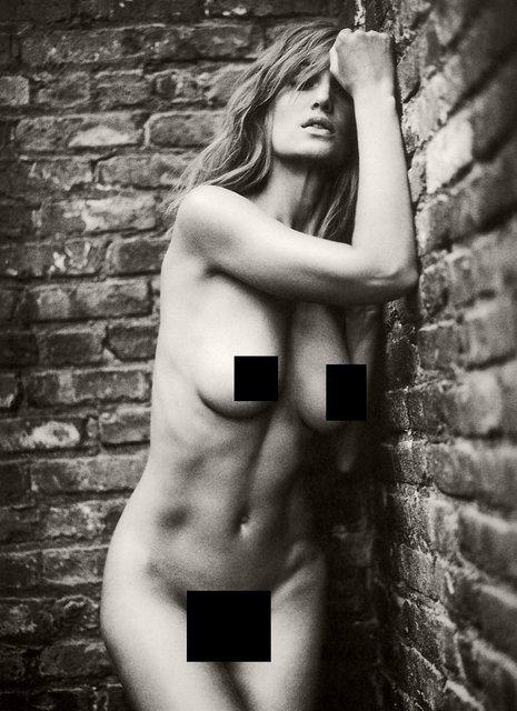 Интимные фото обнаженной супермодели Жизель Бюндхен слили в сеть - фото 99234