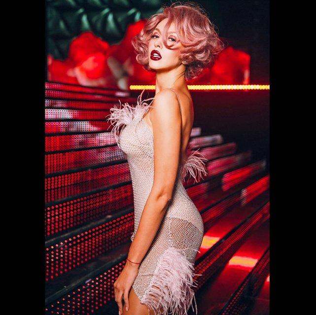 Оля Полякова в прозрачном-платье сеточке похвасталась соблазнительным образом - фото 97281