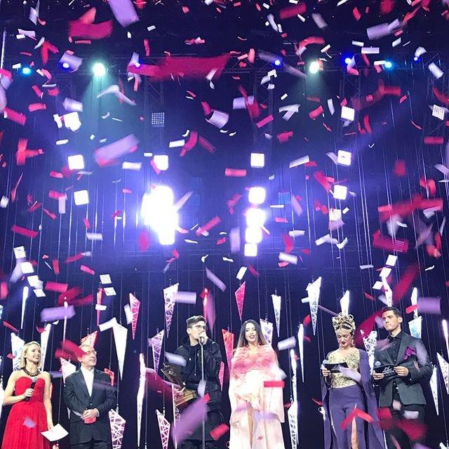 Группа Время и Стекло получила награду M1 Music Awards 2017 - фото 96112