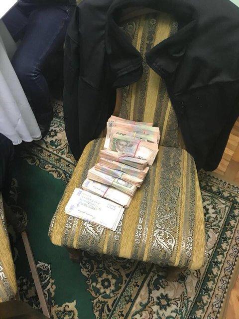 Глава Николаевского аэропорта попался на взятке в 700 тысяч гривен, ФОТО - фото 100025