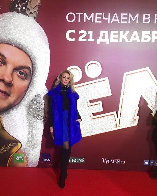 Алина Гросу пришла в новом образе на московскую премьеру 'Елок' - фото 98257