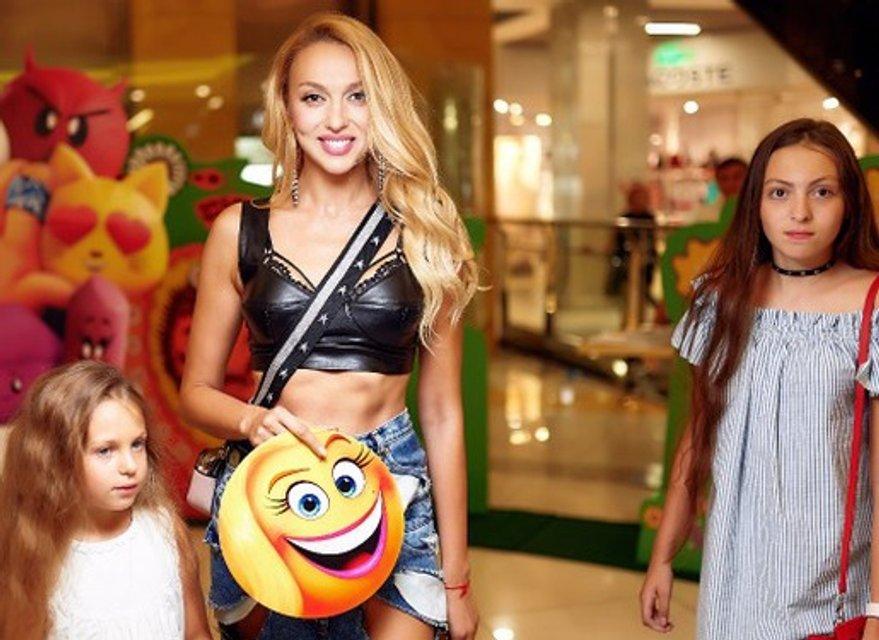 Оля Полякова рассказала о третьем ребенке - фото 94886