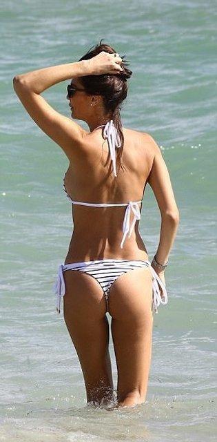 Танцующий миллионер Джанлука Вакки попался на пляже с новой красоткой - фото 95080