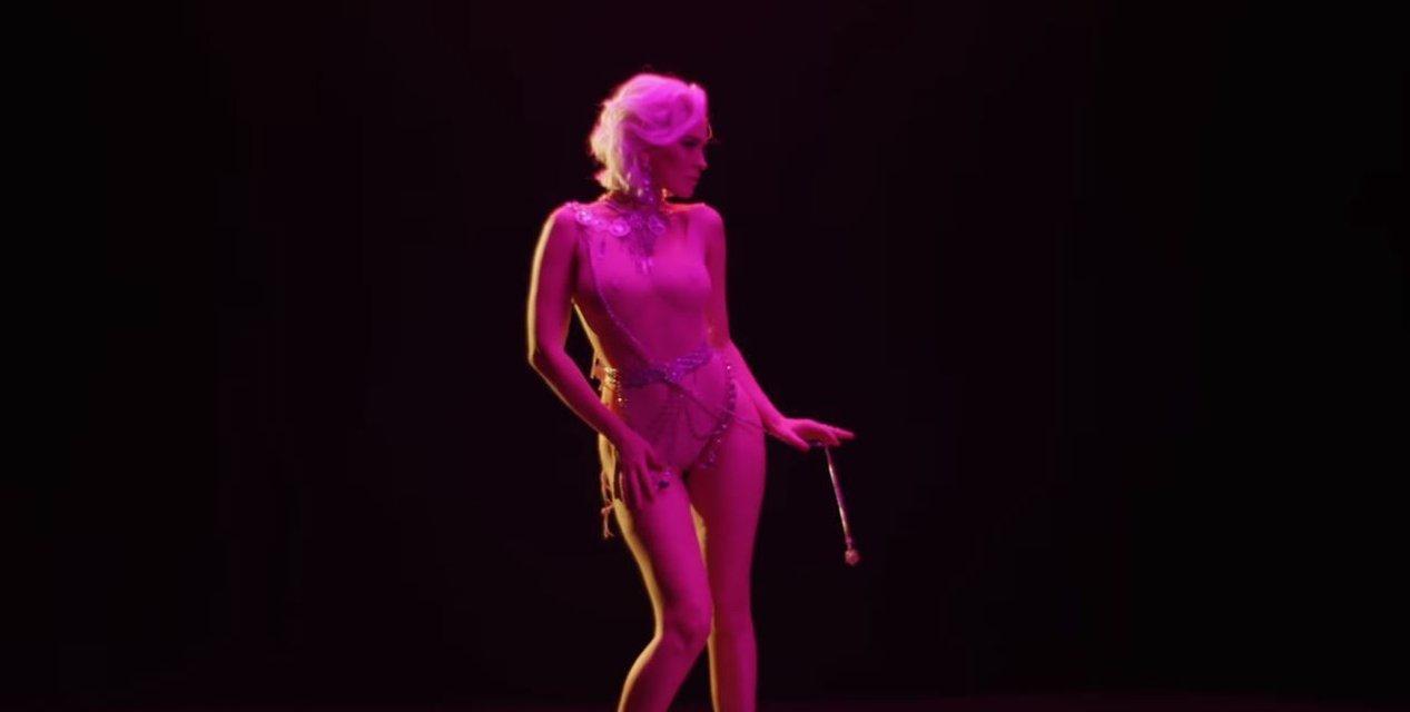 'Самое главное': Даша Астафьева стала блондинкой в новом клипе - фото 100029
