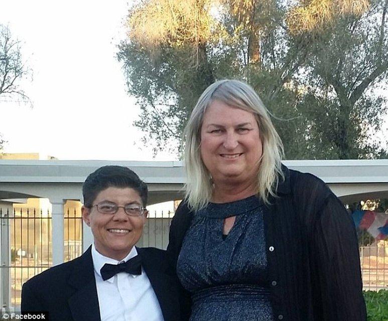 В США все члены семьи стали трансгендерами - фото 97671