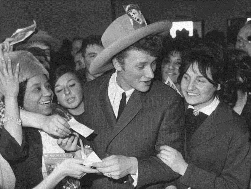 Во Франции умер рок-легенда Джонни Холлидей - фото 95229