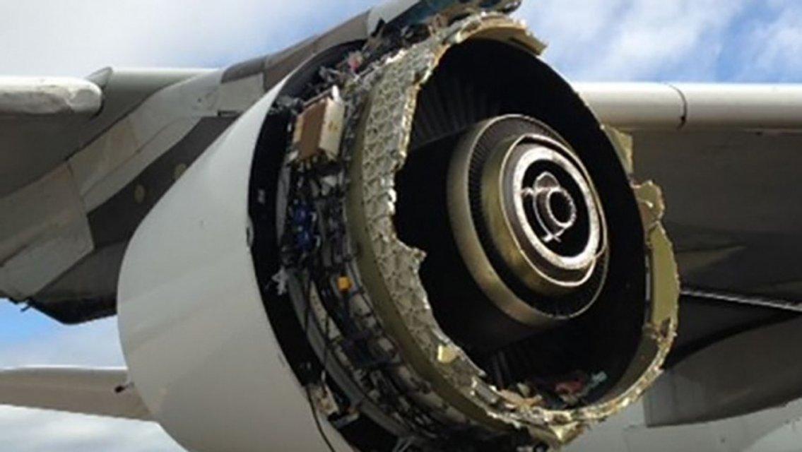 Самолет 'Air France' без двигателя - фото 96341