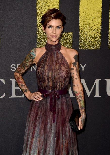 Идеальный голос-3: популярная ведущая пришла на премьеру в прозрачном платье - фото 96790