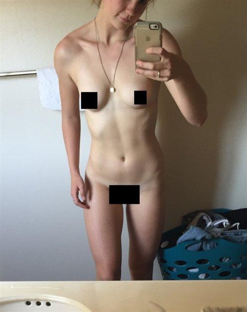 Интимные фото обнаженной звезды сериала Под куполом Маккензи Линтц попали в сеть, 18+ - фото 98344