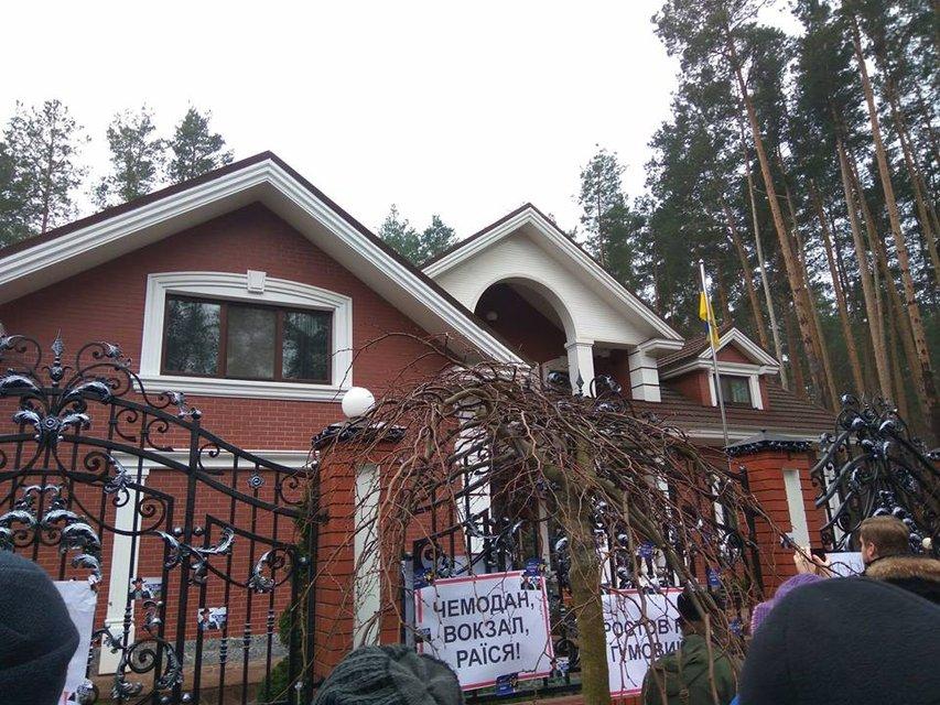 Снимки дома Луценко разозлили украинцев - фото 96544
