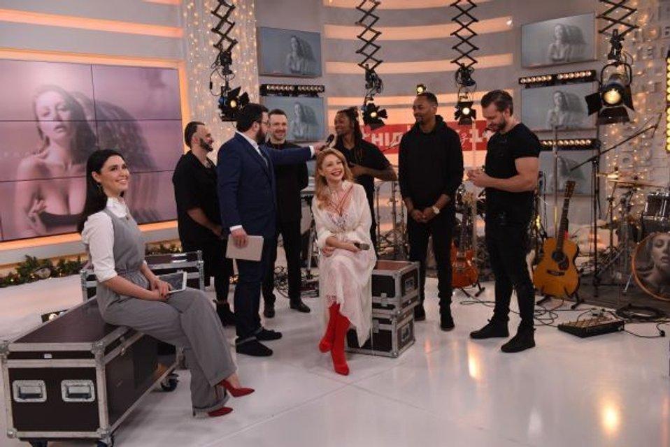 Тина Кароль дала концерт в прямом эфире (видео) - фото 99847