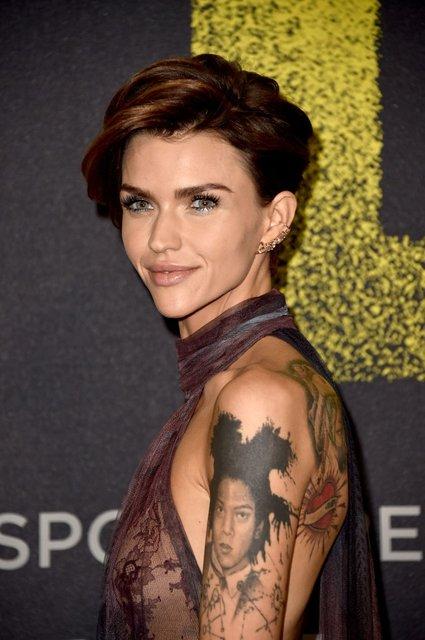 Идеальный голос-3: популярная ведущая пришла на премьеру в прозрачном платье - фото 96787