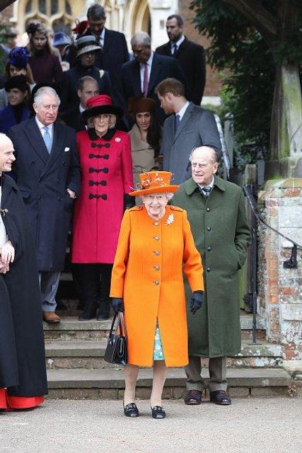 Королева Елизавета II на рождественской мессе - фото 99187