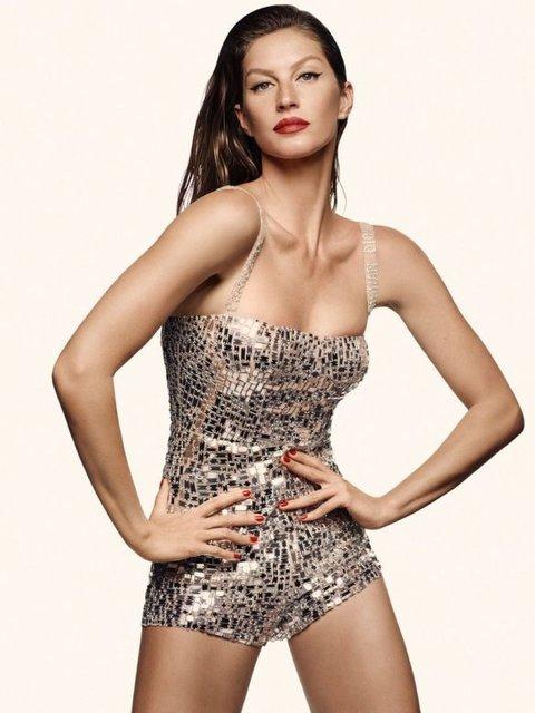 Легендарная модель Жизель Бундхен появилась без трусов на страницах Vogue - фото 98647