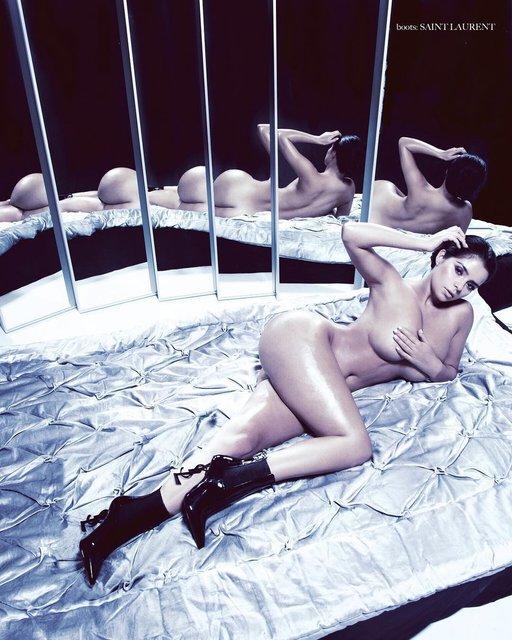 Обнаженная Деми Роуз снялась в пикантной фотосессии перед зеркалом, 18+ - фото 98045