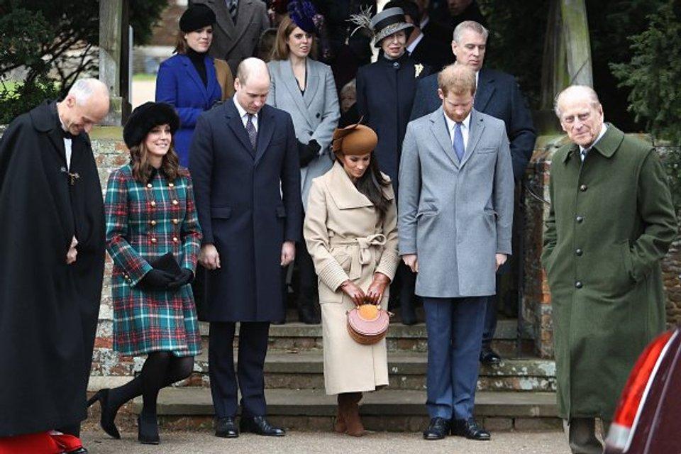 Меган Маркл со всей королевской семьей - фото 99188