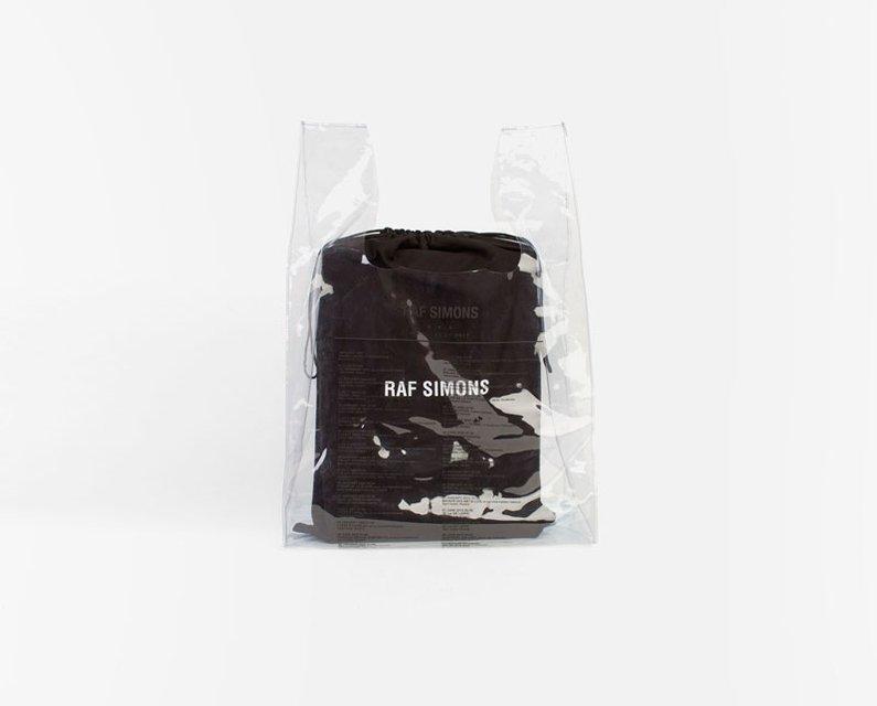 Самый дорогой пакет в истории: сколько стоит аксессуар от дизайнера Рафа Симонса - фото 96199