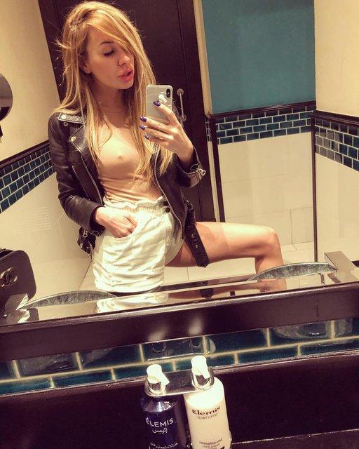 Жена футболиста Динамо сделала селфи без белья - фото 97755