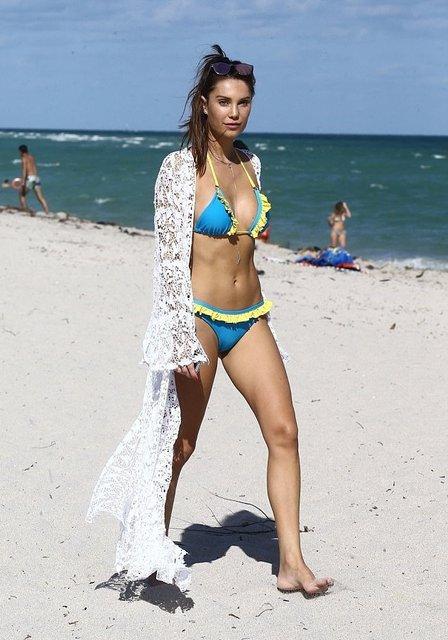 Танцующий миллионер Джанлука Вакки попался на пляже с новой красоткой - фото 95090