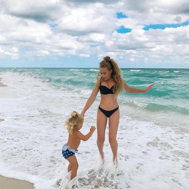 Яна Соломко в купальнике на пляже произвела фурор - фото 98416
