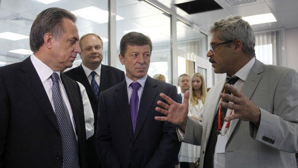Георгій Родченков пояснює міністру Мутку, як кувати спортивні звитяги - фото 95518