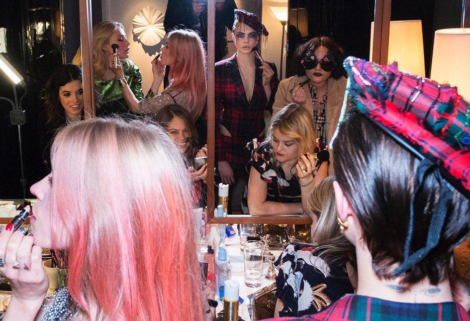 Кара Делевинь без белья стала центром внимания вечеринки в Лондоне - фото 94777