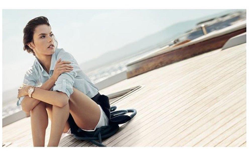 Алессандра Амбросио разделась для рекламы часов с бриллиантами - фото 95067