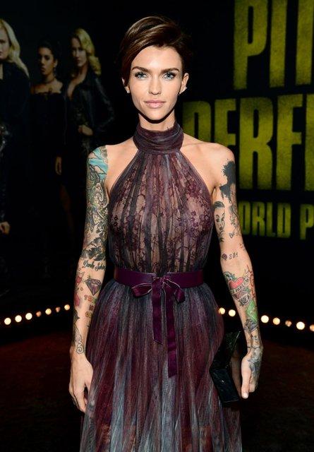 Идеальный голос-3: популярная ведущая пришла на премьеру в прозрачном платье - фото 96800