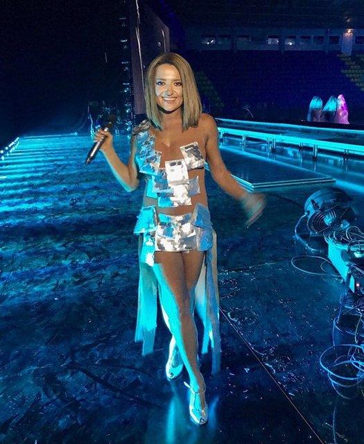 Наталья Могилевская восхитила прозрачным платьем, но звук подкачал - фото 96331