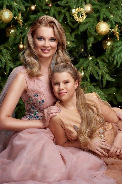 Лидия Таран и ее дочь в сказочных образах появились на обложке журнала - фото 99887