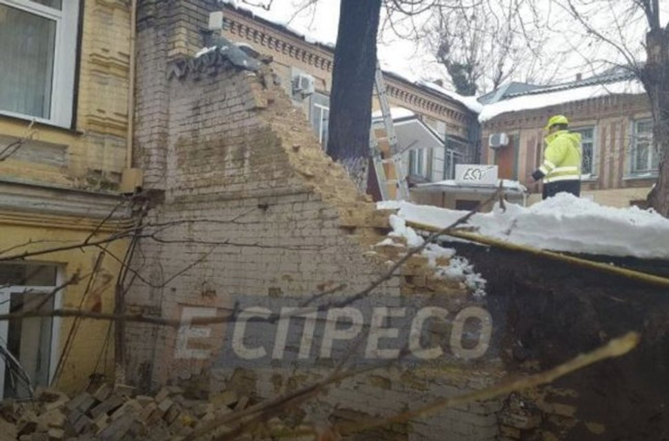 В центре Киева обвалилась стена - фото 99086