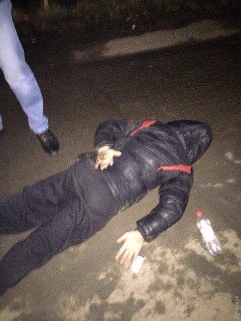 Три мужчины в Одессе убили работника скорой помощи - фото 100245