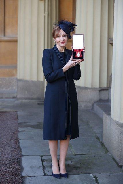 Джоан Роулинг получила редкую почетную награду от принца Уильяма - фото 96740
