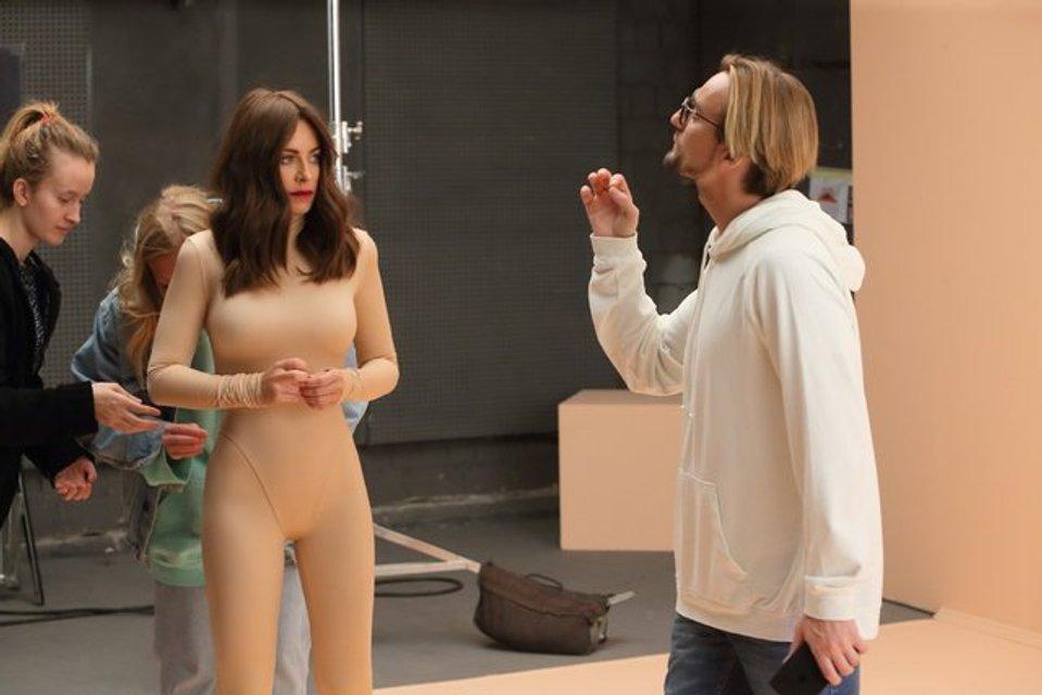 Ани Лорак показала тизер клипа 'Новый бывший', в котором ей увеличили грудь - фото 95254