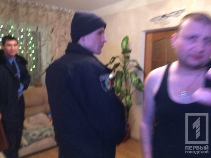 В Кривом Роге пьяный депутат устроил стрельбу на балконе - фото 99384