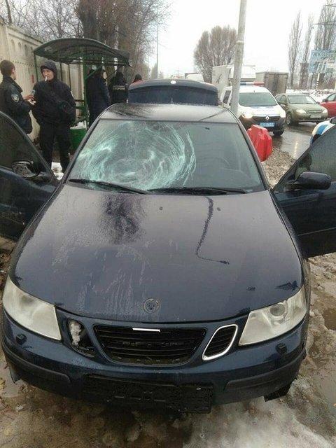 Грузины 'под кайфом' на тротуаре снесли школьницу и женщину с коляской - фото 99249