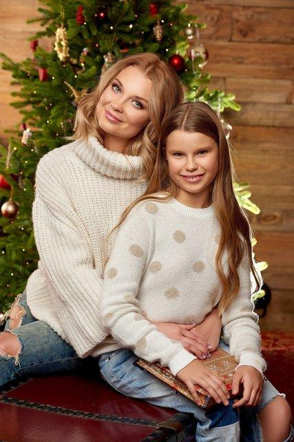 Лидия Таран и ее дочь в сказочных образах появились на обложке журнала - фото 99888