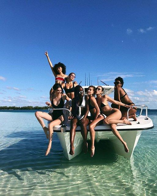 Кендалл Дженнер в бикини похвасталась отдыхом на Багамах (фото) - фото 94344