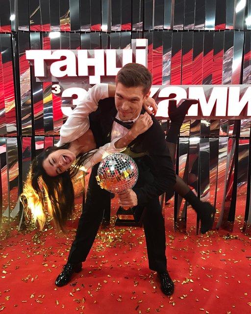 Игорь Кузьменко с девушкой - фото 99046